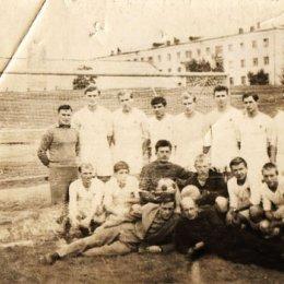 Сборная Сахалинской области на стадионе ДОСА. 1967 год