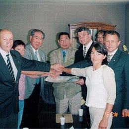 Подписание Соглашения об обмене детскими спортивными делегациями (борьба дзюдо) Сахалинской области и префектуры Хоккайдо на 2005-2008 г.г. г.Саппоро, Япония август 2004