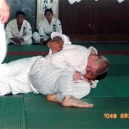 Матчевая встреча по дзюдо в г.Асахигава (Япония). Осае-коми (удержание) проводит Евгений Барабанов. август 2004г.