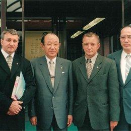 Мэр г.Хакодате (Япония) Хироси Иноуэ (в центре) август 2004г.