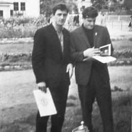 """Владимир Кукуев и Николай Голопузов с """"Кубком Севера"""", 1964 год"""
