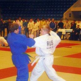 Справа  Игорь Кардаш (категория до 50 килограммов)