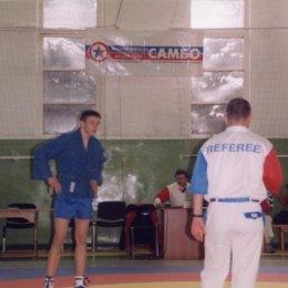 Слева Иван Кардаш (категория до 68 килограммов)