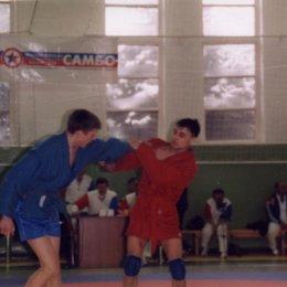 Слева Иван Кардаш (категория до 68 килограммов).