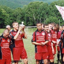 """""""Нефтяник"""" (Ноглики), с Кубком области 2003 года"""