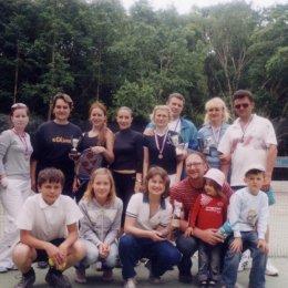 Участники первого теннисного турнира среди любителей (семейные пары). 12.06.2005.