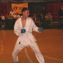 Александр Цыганков (Холмск) - победитель соревнований по кумитэ среди юношей 14-15 лет в категории свыше 55 кг.