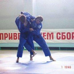 Иван Кардаш борется с Ильей Дундыс, мастером спорта международного класса, членом сборной России по дзюдо