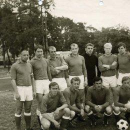 """Команда мастеров """"Сахалин"""" на предсезонных сборах в 1973 году."""