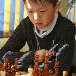 Денис Син. Победитель юношеского первенства ДВФО 2008 года, серебряный призер 2011 года, бронзовый призер 2009, 2010 годов.