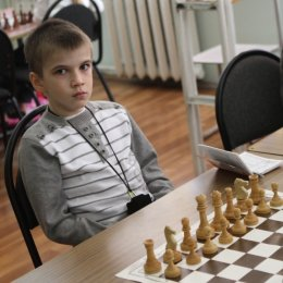 один из самых перспективных юных шахматистов области Артем Нетичук.