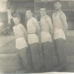 Группа гимнастов Охи. Конец 1930-х годов.