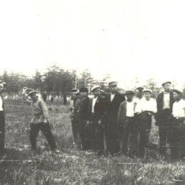 Массовая сдача норм ГТО. Метание гранаты. Оха. 1935 год.