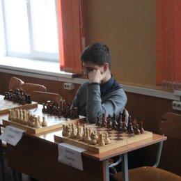 Сеанс одновременной игры международного мастера Алексея Романова (+18=1-0) в естественно-математическом лицее.