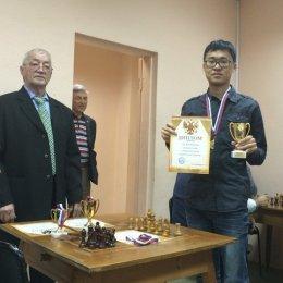 Константин Сек с чемпионским кубком