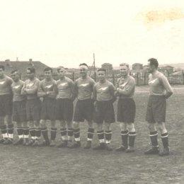 "Футбольная команда ""Буревестник"" (Оха). На рубеже 1940-х годов."