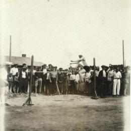 Соревнования по прыжкам в высоту. Оха, 1935 год.