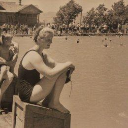 Открытый бассейн в городском парке. вторая половина 1940-х годов.