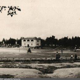 Соревнования по мотоспорту в городском парке, 1957 год.