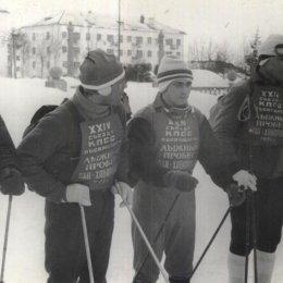 Участники лыжного пробега Оха - Хабаровск, 1971 год.