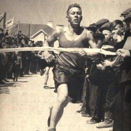 Финиш забега на 1500 метров. Оха, начало 1950-х годов.