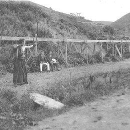 Северный Сахалин (1920 - 1925 гг.). Район Александровска-Сахалинского. Японцы стреляют из из традиционного длинного лука дайкю.