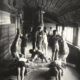 Тренировка по гимнастике, 1940-е годы
