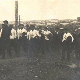 Охинские физкультурники идут выполнять нормативы ГТО, середина 1930-х годов