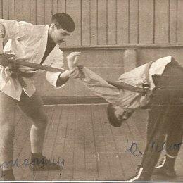 На тренировке Юрий Петров (справа) и его тренер Вячеслав Хорхордин