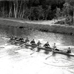 Сборная команда СССР по академической гребле тренируется на озере Лесное перед Олимпийскими играми 1964 года в Токио