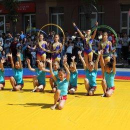 Показательные выступления воспитанниц отделения художественной гимнастики ОГАУ «ФК «Сахалин» на праздновании 135-летия Южно-Сахалинска