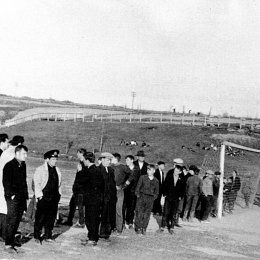 Болельщики на футбольном матче в Александровске-Сахалинском, начало 1960-х годов