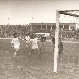 В 1989 году на матче юношеских сборных Сахалинской области и КНДР присутствовало 8000 зрителей