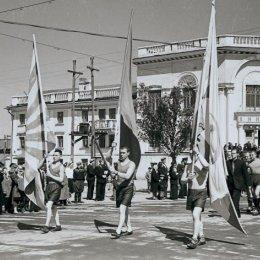 Шествие спортсменов по улицам Южно-Сахалинска, 1956 год