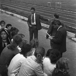 Эрик Михайлович Комнацкий на стадионе в городском парке