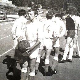Юные футболисты на стадионе в городском парке, начало 1970-х годов