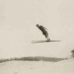 Прыжки на лыжах с трамплина в Оодомари (Корсаков), середина 1930-х годов