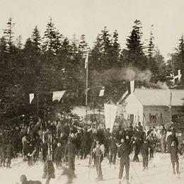 Лыжники в парке Оодомари (Корсаков), середина 1930-х годов
