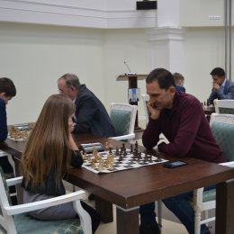 Алиса Маринина против Андрея Хапочкина