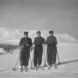 Лыжницы. Поселок Байково, остров Шумшу, 1952 год