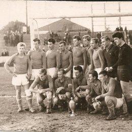 Сборная команда Сахалинской области – обладательница Кубка Севера по футболу (Южно-Сахалинск, 1965 год).  Был такой турнир, в котором участвовали сборные команды Камчатской, Магаданской, Сахалинской областей и Якутской АССР. Турнир проходил с 1964 по 1973 год (за исключением 1970 года).  В Южно-Сахалинске его провели всего лишь один раз – в том самом 1965 году.
