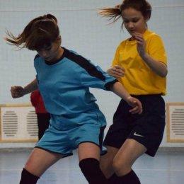Футболистки определили сильнейших на турнире в Ногликах