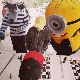 Михаил Бамбизо провел сеанс одновременной игры в честь Дня молодежи