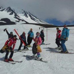 Сахалинские горнолыжники готовятся к сезону на склонах камчатских вулканов