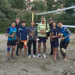 В Корсакове определили чемпионов области по пляжному волейболу