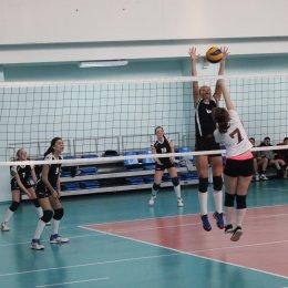 В первенстве области по волейболу принимают участие 15 команд