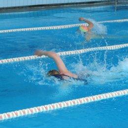 «Отдел образования» выиграл соревнования по плаванию в Ногликах