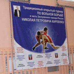 В Шахтерске прошел традиционный открытый турнир по вольной борьбе в честь заслуженного тренера России Николая Карпенко