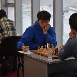 Денис Син возглавляет турнирную таблицу