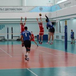 Действующий чемпион области начал турнир с победы